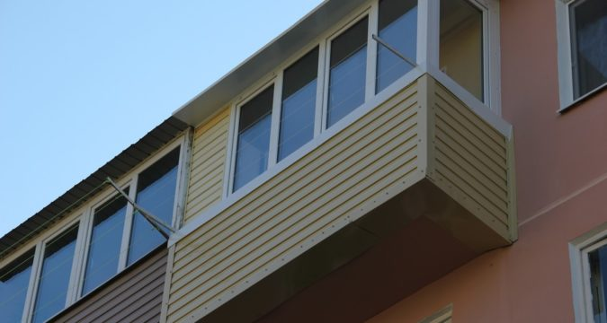 Металлический сайдинг - дешевое утепление балкона