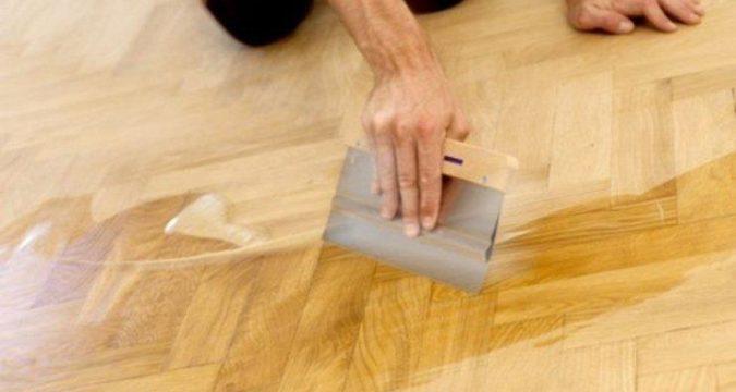 Как исправить царапины на поверхности пола покрытого восковой мастикой или маслом